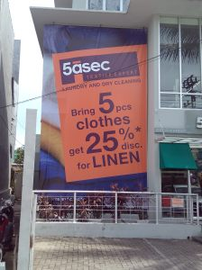 Pasang Visual Giant Banner di kantor 5asec Makassar