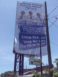 Pasang Gambar BB 8x16 Peradi di jln Tol Makassar